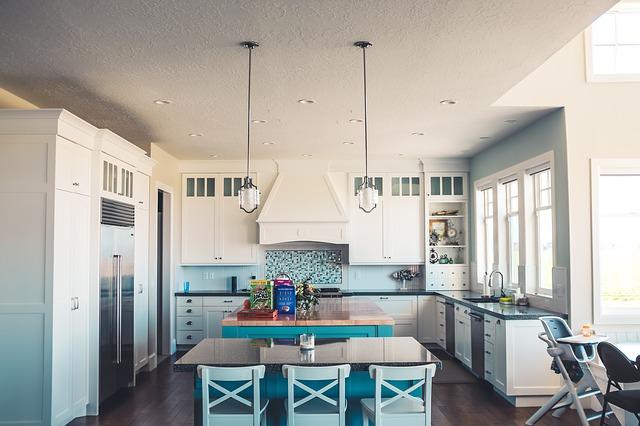 Errores comunes en la iluminación de una casa: cocina iluminada